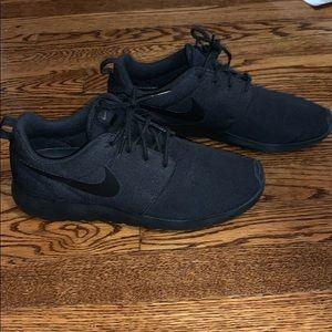 NIKE all black sneakers